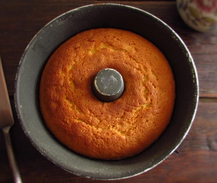 Butter cake on a bundt cake pan