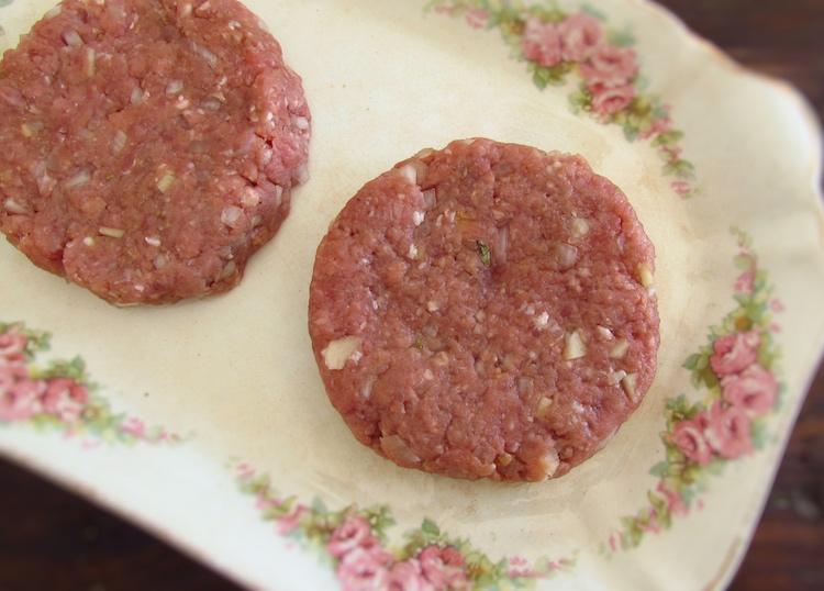 Carne em forma de hambúrgueres