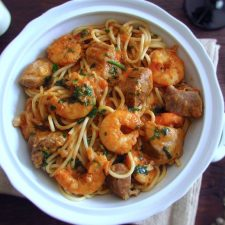 Stewed pork with spaghetti and shrimp on tureen