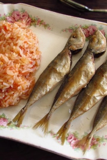 Fried horse mackerel with tomato rice on a platter
