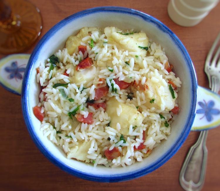Fish rice with chouriço on a tureen
