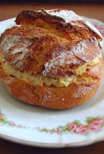Portuguese cornbread stuffed with chicken chouriço num prato