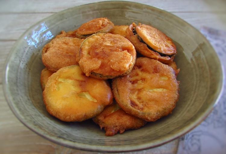 Courgette frita num prato