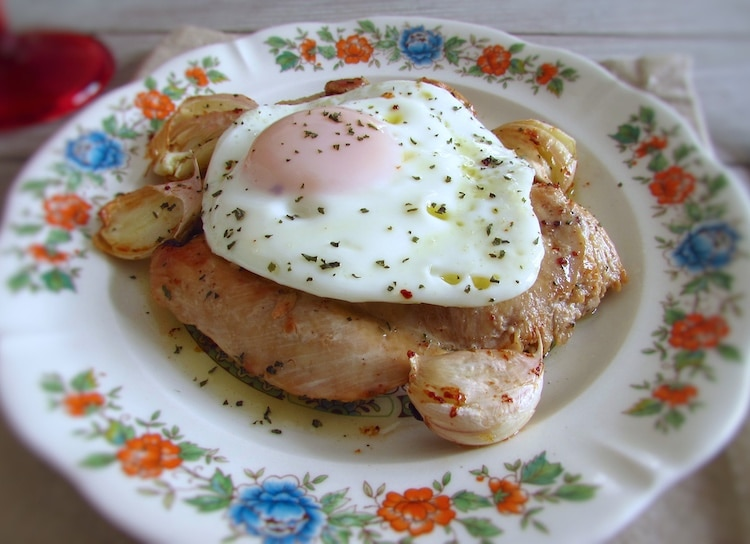 Fried chicken with egg on a plate