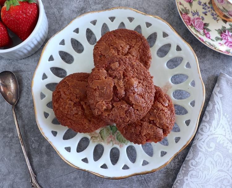 Queques de morango num prato