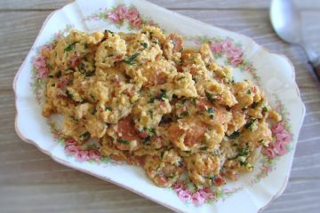 Migas with Portuguese chouriço on a platter