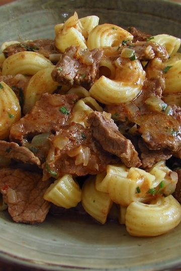 Beef macaroni on a dish bowl