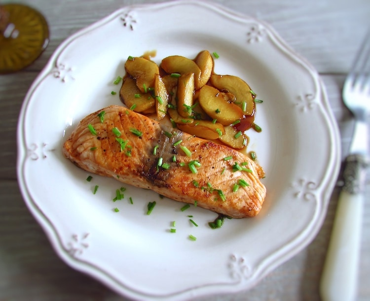 Salmon with caramelized apple | Food From Portugal