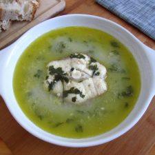 Sopa de cação num prato de sopa