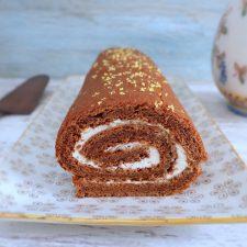 Torta recheada com chantilly numa torteira