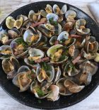 Clams with bacon and garlic