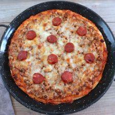 Pizza de carne e chouriço