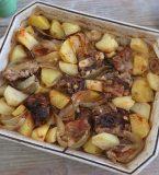Entrecosto com batatas no forno